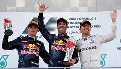 Hamiltonovy naděje skončily v plamenech, v Malajsii vyhrál Ricciardo