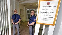 Inspekce chce obžalovat dva lidi za předávkování vězně metadonem
