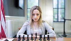 S hidžábem hrát nebudu, vzkazuje do Íránu americká šachistka jménem Nazi