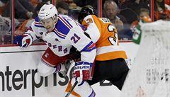 NHL: Drsňák Gudas si připsal asistenci, rozjeté Chicago po sérii výher narazilo