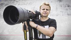 Cítíte dusot koní a adrenalin, popisuje dostihový fotograf a vítěz World Press Photo