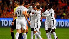 Francie vyhrála v Nizozemsku, Benteke vstřelil rekordně rychlý gól
