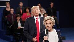 Náhoda? Twitterový účet FBI rok spal, před volbami chválí Trumpa a kompromituje Clintona