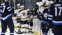 NHL: Pastrňák znovu skóroval, Mrázek vychytal první výhru