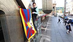 Gesto vzdoru. Univerzity vyvěsí tibetskou vlajku jako poctu dalajlamovi
