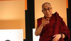 Díky za podporu školy, dalajlamo. Duchovnímu vůdci v Praze poděkují Brontosauři