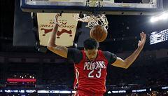 NBA: Davis nasázel 50 bodů, New Orleans ale padlo. Schröder dostal smlouvu na 1,7 miliardy
