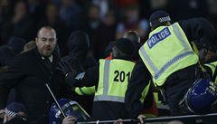VIDEO: Fanoušci 'Kladivářů' opět předvedli na stadionu své pěsti. Policie jich sedm zatkla