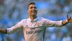 VIDEO: Ronaldo jako Lafata. Portugalec třemi góly sestřelil Alavés, vyhrála i Barcelona