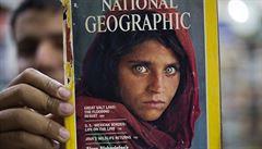 Afghánku z ikonické fotografie chce Pákistán deportovat