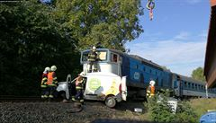 Přejezd, který přitahuje neštěstí. Podruhé během šesti dnů vjelo auto v pražské Liboci před vlak