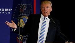 Měli bychom volby prostě zrušit, řekl Trump. V průzkumech dál zaostává