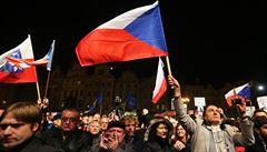 Alternativních oslav na Staroměstském náměstí se účastnilo tisíce lidí