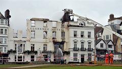 V Exeteru se po požáru zhroutil nejstarší hotel v Anglii