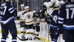 Mladík Pastrňák se dělí o post krále střelců NHL. V produktivitě je pátý