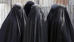 Britské komando udeřilo na bunkr Islámského státu - maskované v burkách