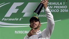 Hamilton vyhrál v Mexiku před Rosbergem a udržel se v boji o mistrovský titul