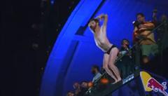 Šampionem extrémních skoků do vody je Brit Gary Hunt. Už pošesté