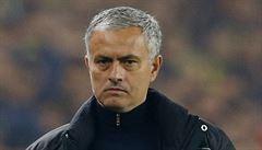 VIDEO: Vulgárně uráželi Mourinha. Ten fanoušky Chelsea setřel zdviženými prsty