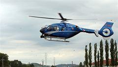 Tři muži přepadli na Slovensku poštovní vůz. Našli je v Česku, v lese je hledá vrtulník a 120 policistů