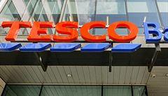 Supermarkety v Británii kvůli koronaviru nabírají nové pracovníky. Potřebují ustát nápor zákazníků