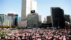 Jihokorejci dál protestují proti prezidentce. Do ulic vyšly statisíce lidí