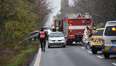 Při nehodě autobusu, dodávky a dvou aut zemřel jeden člověk