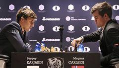 Čtvrtá partie o šachového mistra světa: Carlsen svého soupeře opět pořádně zmáčkl