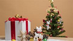 V Anglii už čekají na Vánoce. V Tescu nabízejí vánoční cukrovinky, jinde mají nachystaný i stromek