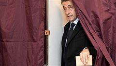 Sarkozy v pravicových primárkách neuspěl. Do druhého kola postoupí Fillon a Juppé