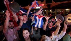 Castro odešel. Kubánci v Miami slaví bušením do pánví a kastrolů