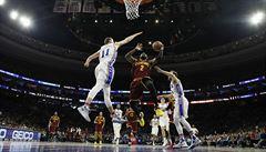 NBA: Irving s Jamesem zařídili výhru Clevelandu ve Filadelfii