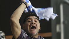 VIDEO: Maradona se bil do prsou. Po triumfu Del Potra se rozbrečel