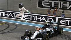 Němec Rosberg slaví premiérový titul mistra světa. V Abú Zabí dojel druhý