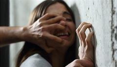 Kolem pětiny Evropanů schvaluje domácí násilí. 'Vedou' země z východu