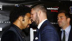 První kolo si dali už na tiskovce. Britští boxeři Haye a Bellew se porvali před novináři
