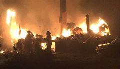 V Tlumačově na Zlínsku hoří v areálu kovošrotu