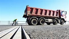Letos začne stavba 140 kilometrů nových silnic, slíbil ministr Ťok