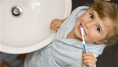 Nejčastější mýty o čištění zubů. Čemu se vyhnout?