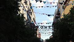 Umělkyně vyvěsily použité dámské kalhotky v ulicích. Upozorňovaly na znásilňování v JAR