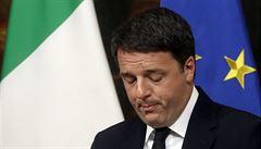 Italský premiér Renzi po porážce v referendu nabídl demisi. Vládu povede do přijetí rozpočtu