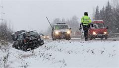 80 nehod na Vysočině. Sníh komplikuje dopravu, auta bourala v noci i dopoledne