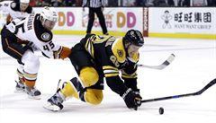 Druhý nejlepší střelec NHL Pastrňák musel na operaci a dva zápasy si nezahraje