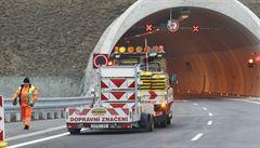 Stavba dálnic je pomalá, dokončit síť do roku 2050 nelze, tvrdí kontroloři