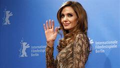 Řada dívek by při hrozbě rakoviny postupovala jako Angelina Jolie