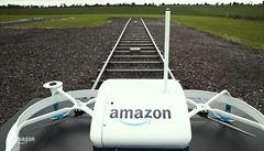 Amazon vyřídil první objednávku dronem. Richardu B. doručil i popcorn