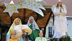 Farníci vytvořili živý betlém. Jeden z největších na Moravě