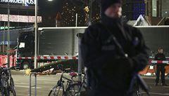 Nouzová brzda zastavila 'vraždící' kamion v Berlíně. Brusel ji chce nařídit osobním autům