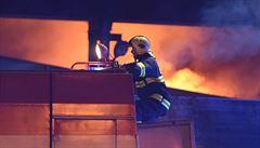 Požár bývalého areálu Tatry trval 11 hodin. Škoda je až stamilionová