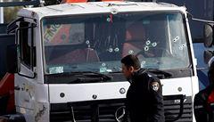 Palestinec najel kamionem do vojáků v Jeruzalémě, čtyři zemřeli